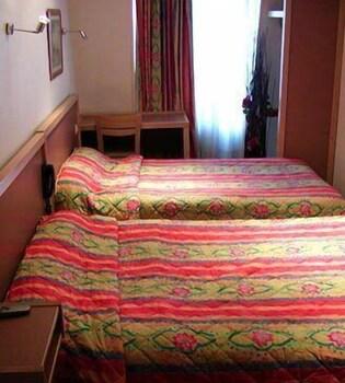 Hotel De L Esperance Rue De La Gaite Paris
