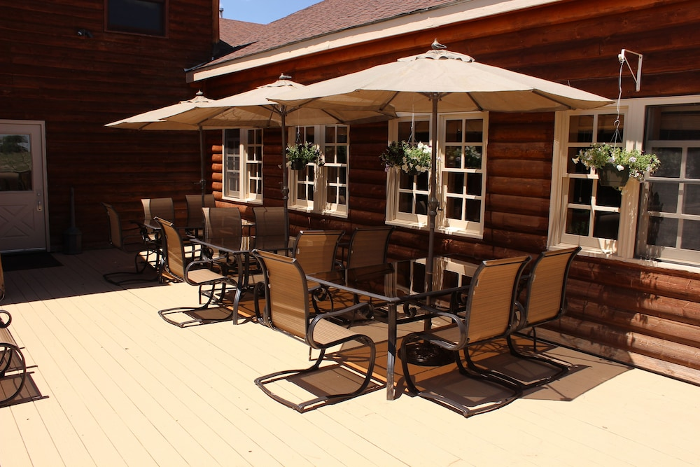 Terrace/Patio, Old Corral Hotel & Steakhouse