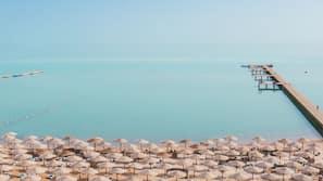 Plage privée, parasols, serviettes de plage, plongée sous-marine