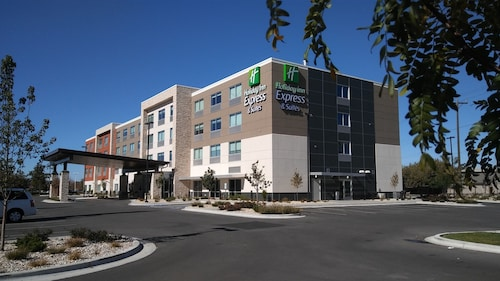 Holiday Inn Express & Suites Boise Airport, an IHG Hotel