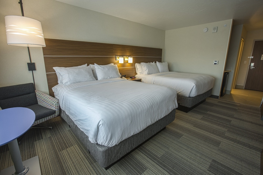 Room, Holiday Inn Express & Suites Boise Airport, an IHG Hotel