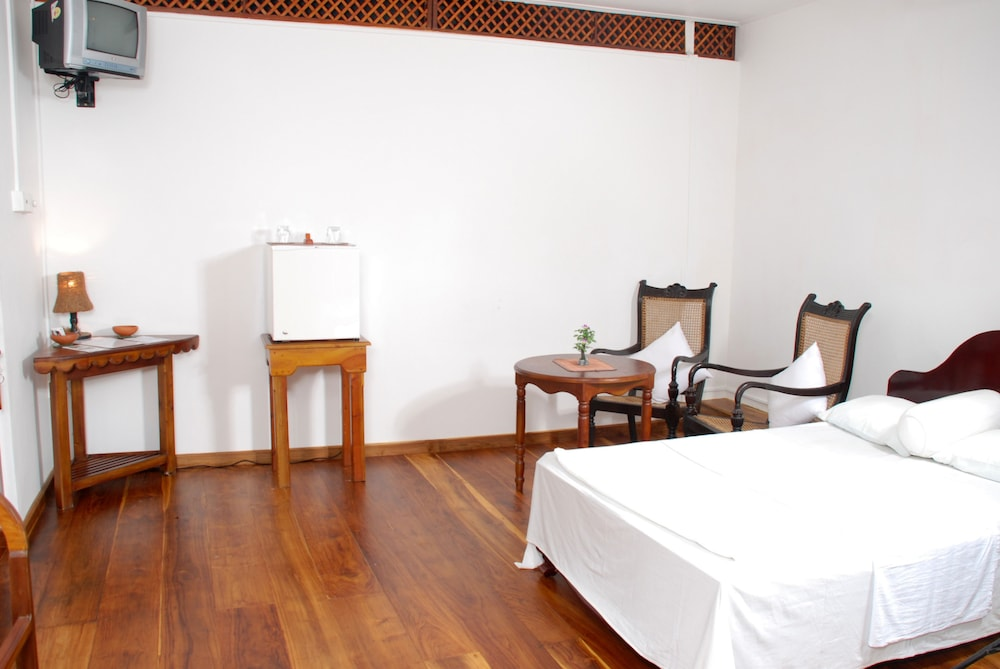 New old dutch house in sri lanka hotel rates reviews for Classic dutch house of 60m2
