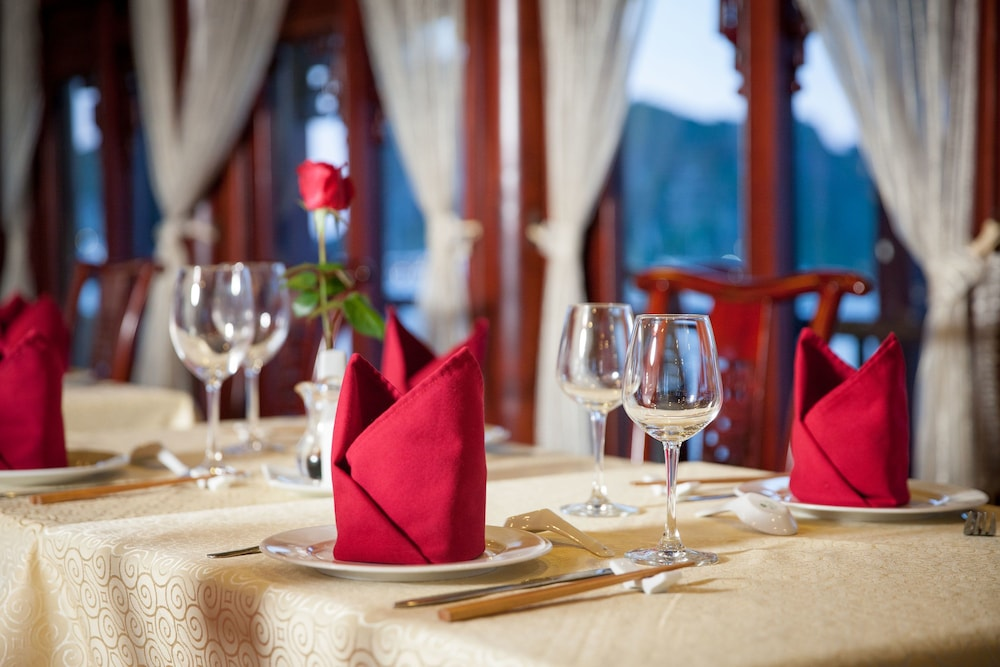 Dining, Halong Royal Palace Cruise