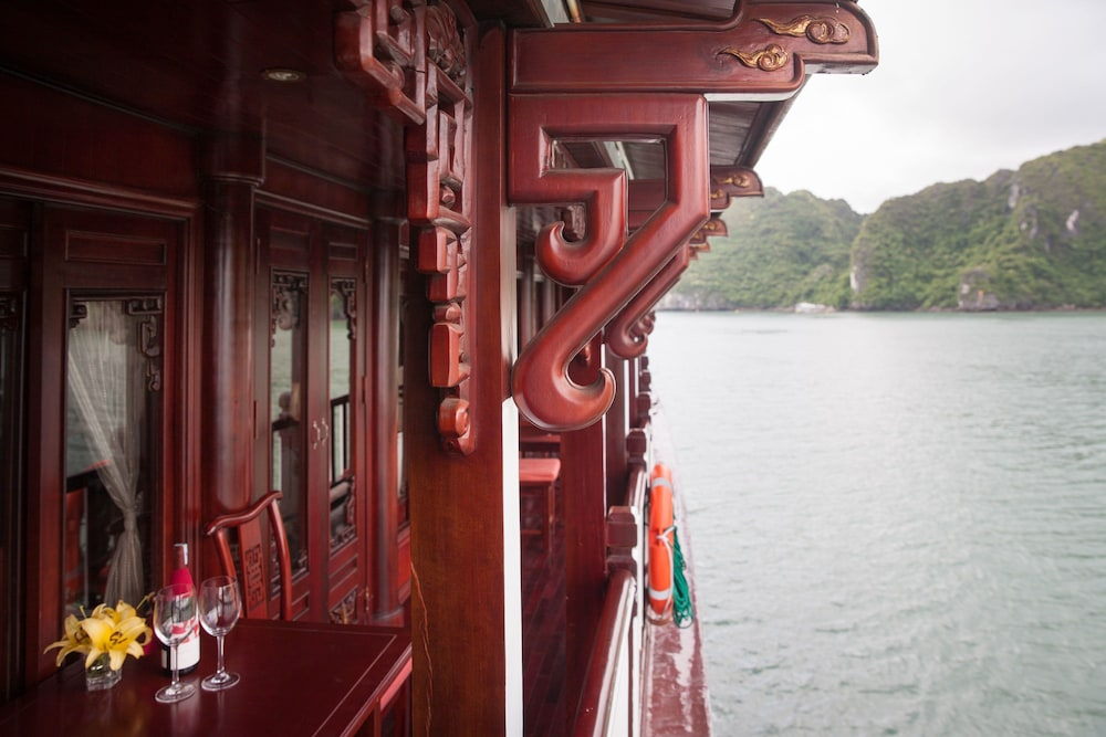 Exterior detail, Halong Royal Palace Cruise