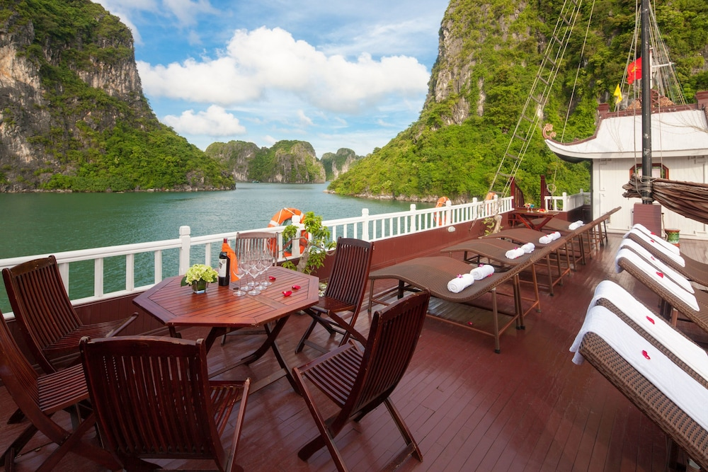Sundeck, Halong Royal Palace Cruise
