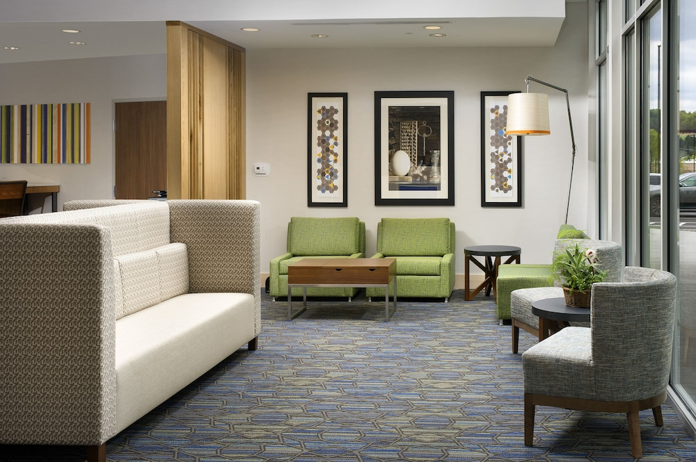 Lobby, Holiday Inn Express & Suites Altoona