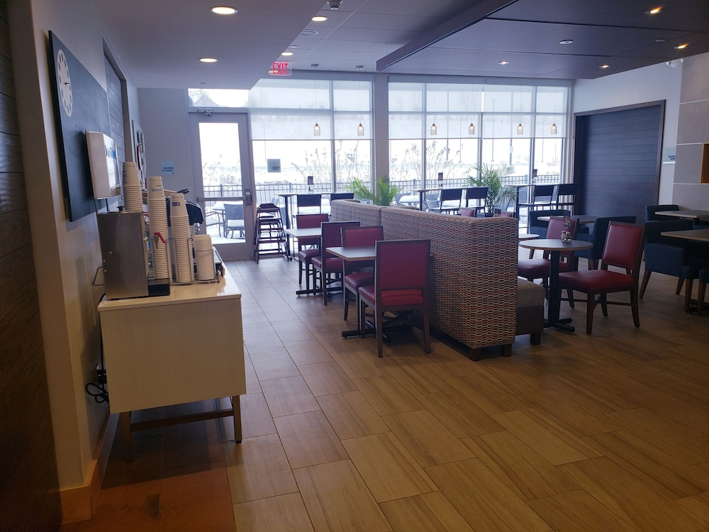 Restaurant, Holiday Inn Express & Suites Altoona