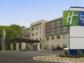 Holiday Inn Express & Suites Altoona, an IHG Hotel