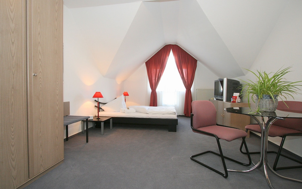 Hotel Front Featured Image Guestroom