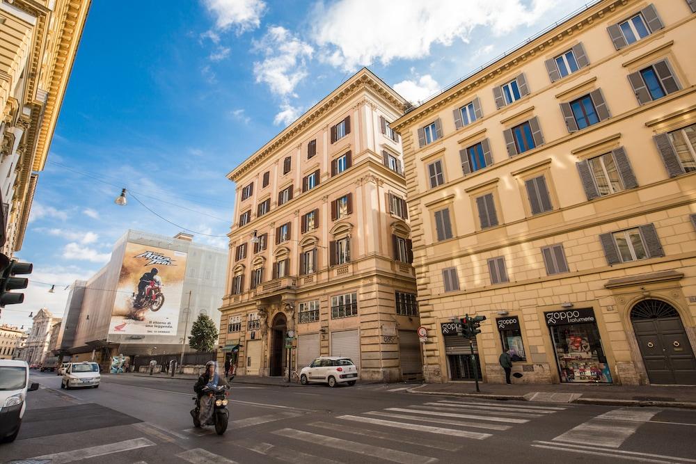 Book tlv navona rome hotel deals - Hotel damaso roma ...