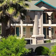 Cloverdale Wine Country Inn Suites