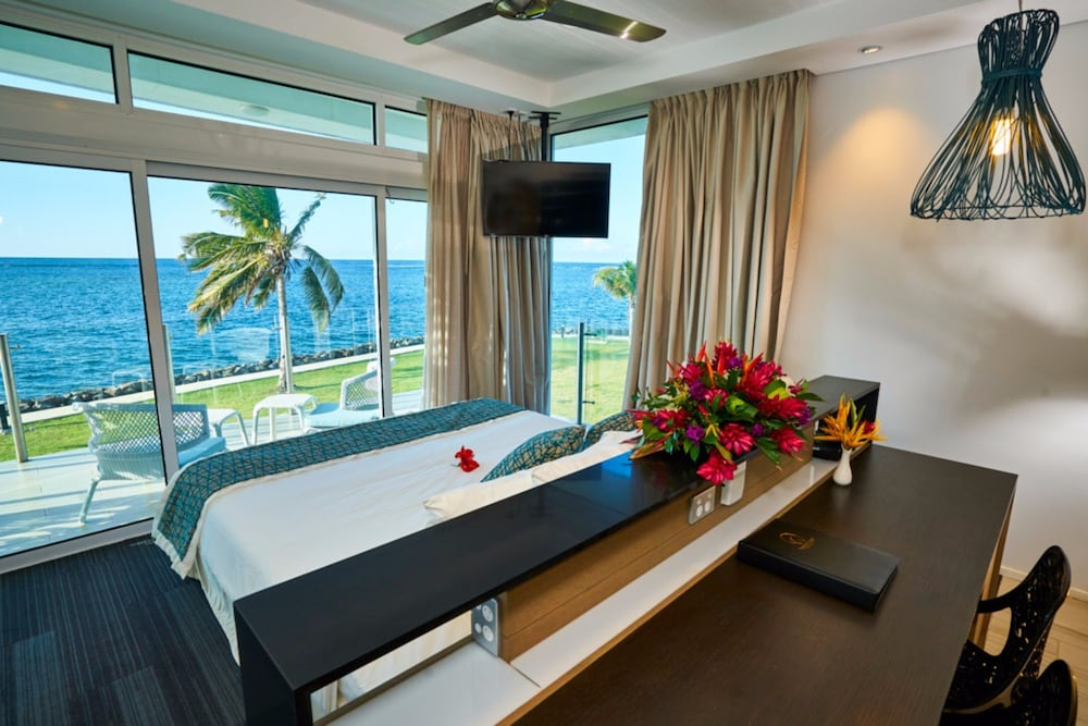 Room, Taumeasina Island Resort