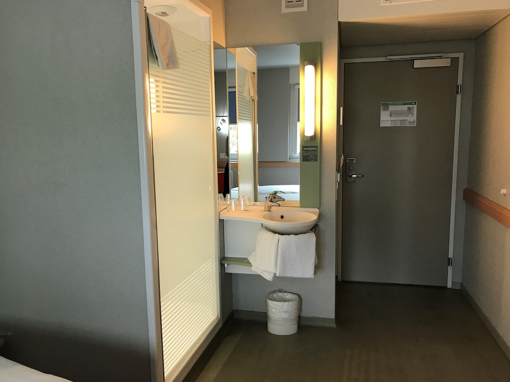 Bathroom, ibis budget Zurich Airport