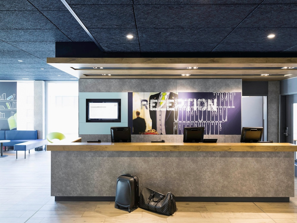 Reception, ibis budget Zurich Airport