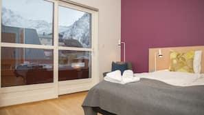 Premium bedding, desk, free cots/infant beds, free WiFi