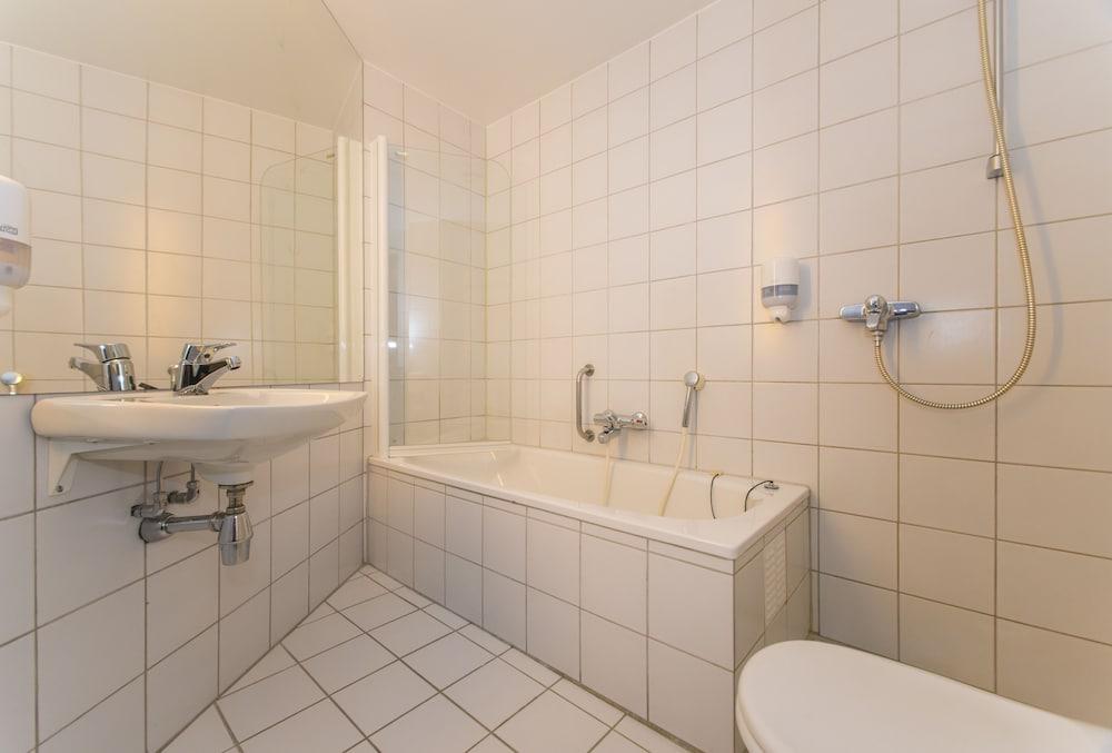 Fast hotel lofoten svolv r norv ge for Salle de bain fust