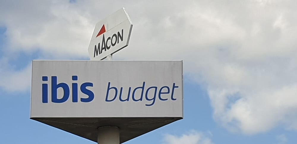 Exterior detail, ibis budget Macon Nord