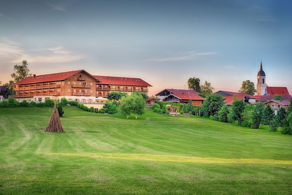 Book hotel und landgasthof altwirt holzkirchen hotel deals for Holz küchen
