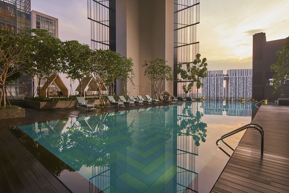 Infinity Pool, Oasia Hotel Downtown Singapore (SG Clean)