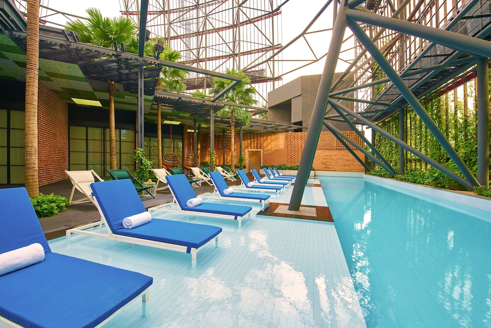 Rooftop Pool, Oasia Hotel Downtown Singapore (SG Clean)