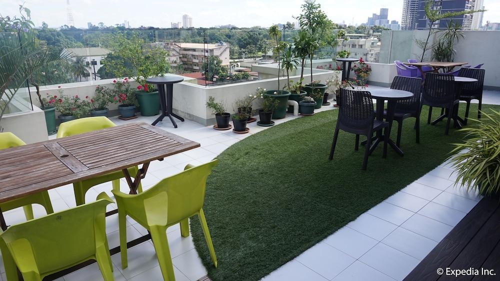 Book hihotels metro north uno quezon city hotel deals for Terrace 45 quezon city