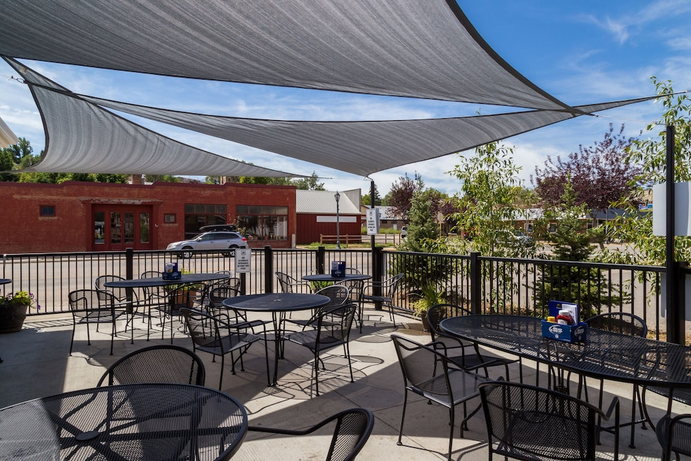 Terrace/Patio, HiWay 40 Grill and Lodge