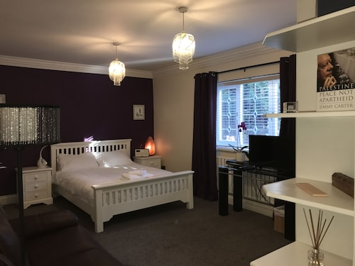 Halebarns House - Airport Boutique Hotel