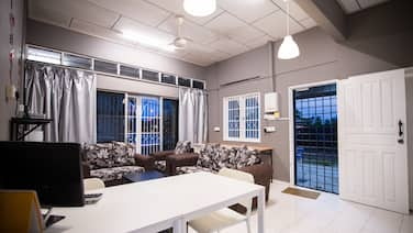 Kemaman Lodge & Cafe - Hostel