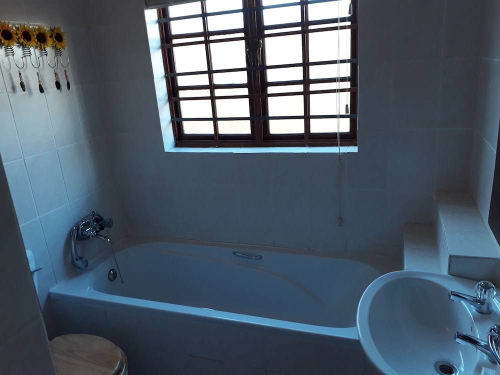 Bathroom, Tourist Lodge Gansbaai
