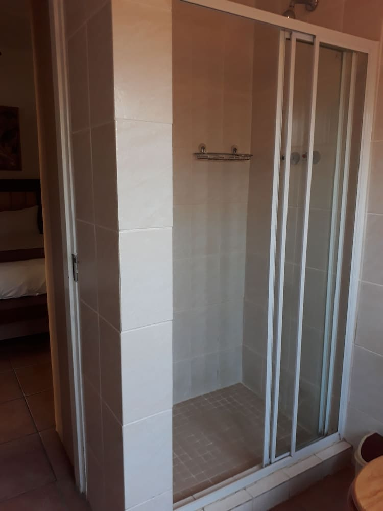 Bathroom Shower, Tourist Lodge Gansbaai