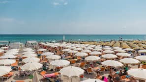 White sand, free beach shuttle, sun loungers, beach umbrellas