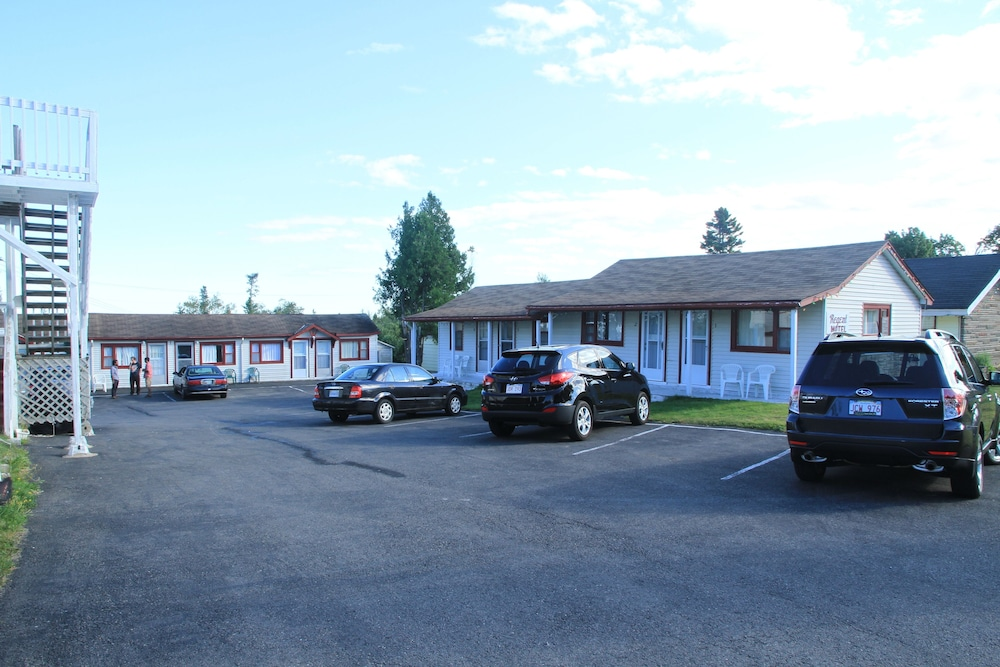 Parking, Cookes Motel