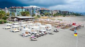 Private beach nearby, free beach shuttle, sun-loungers, beach umbrellas