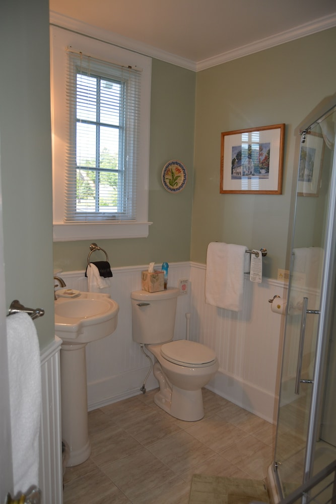 Bathroom, Boathouse Bed & Breakfast
