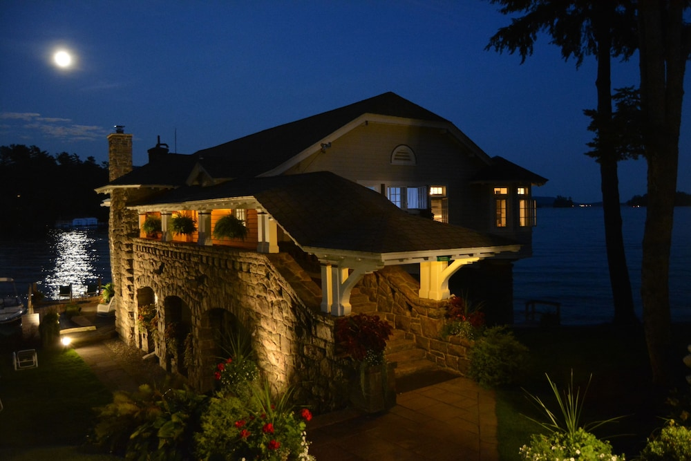 Front of Property - Evening/Night, Boathouse Bed & Breakfast