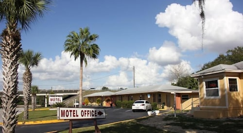 Great Place to stay Prince of Wales Motel near Lake Wales