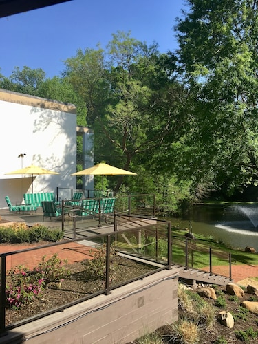 Colonial Williamsburg Hotels from $152! - Cheap Colonial ...