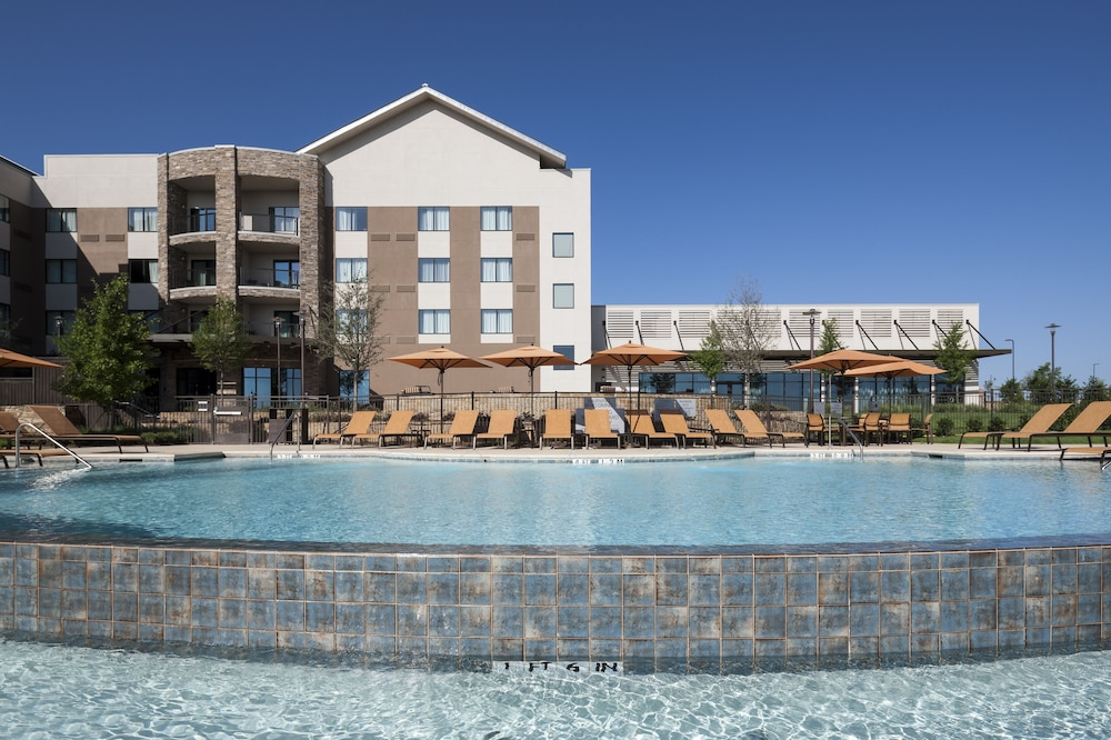 Pool Waterfall, Courtyard by Marriott Fort Worth at Alliance Town Center