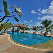 Alongkot Beach Resort Khanom