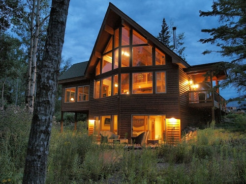 Check Expedia for Availability of Lutsen Lodges