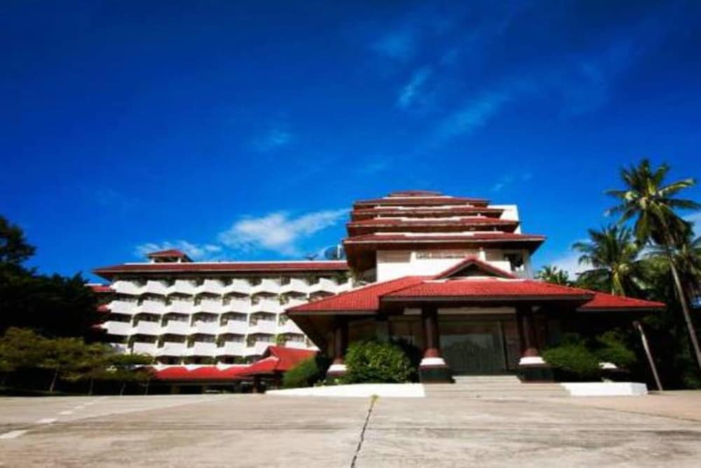 Front of Property, Supar Royal Beach Resort