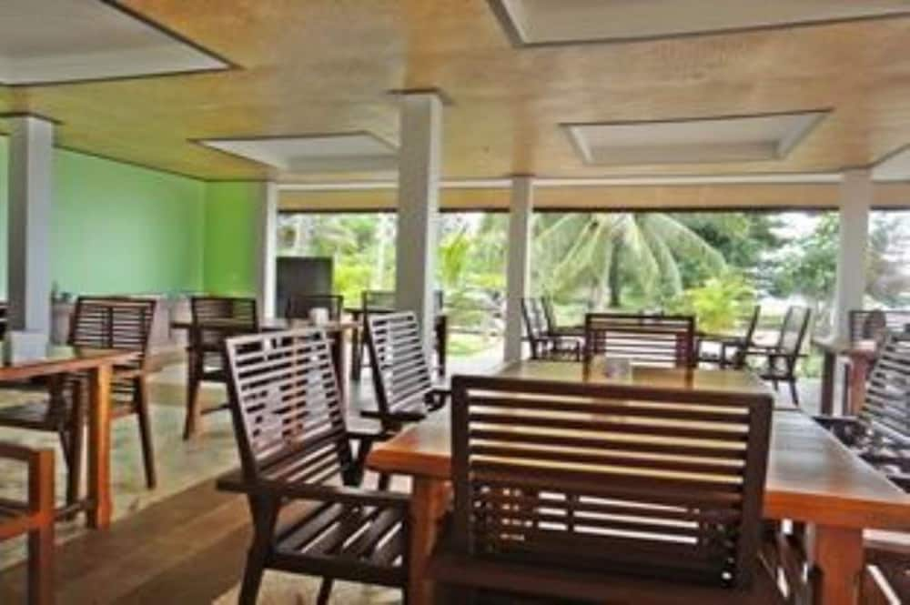Dining, Khanom Sunrise Beach Hotel