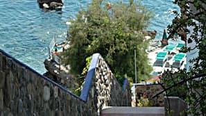 Spiaggia privata, un bar sulla spiaggia