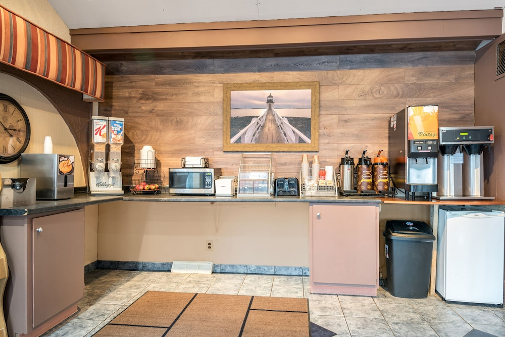 Book Red Carpet Inn & Suites - Albany Airport | Albany ...