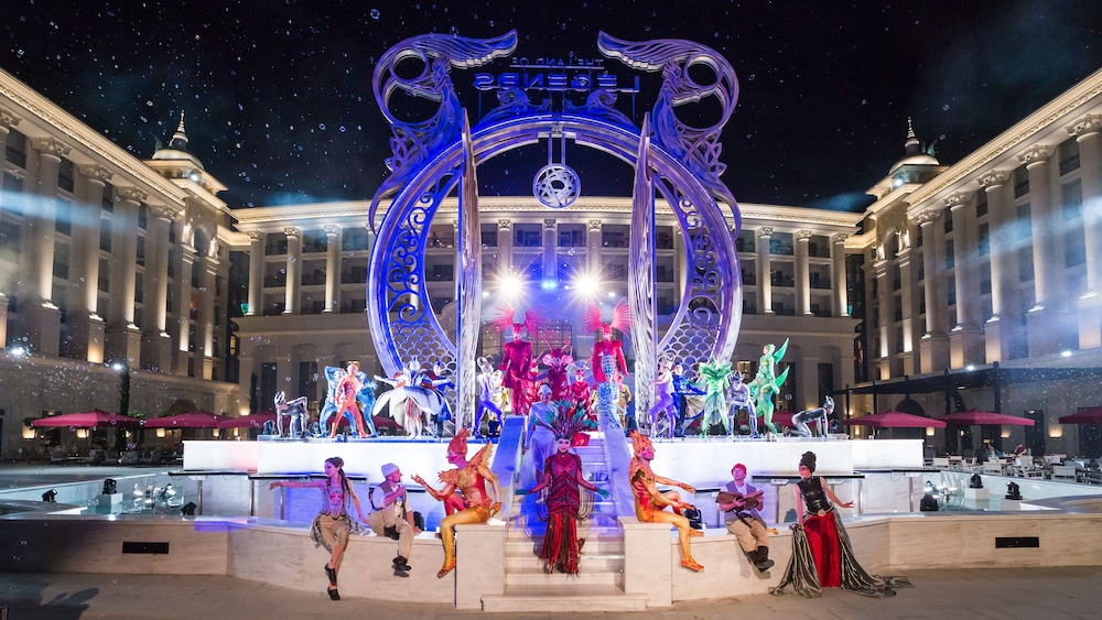 Theater Show, The Land of Legends Kingdom Hotel