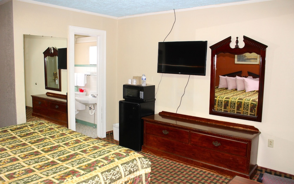 Room, Savannah Motel