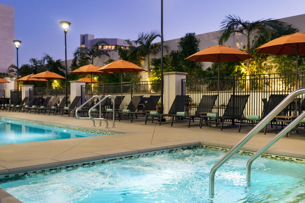 Outdoor Pool, Residence Inn Los Angeles Pasadena/Old Town