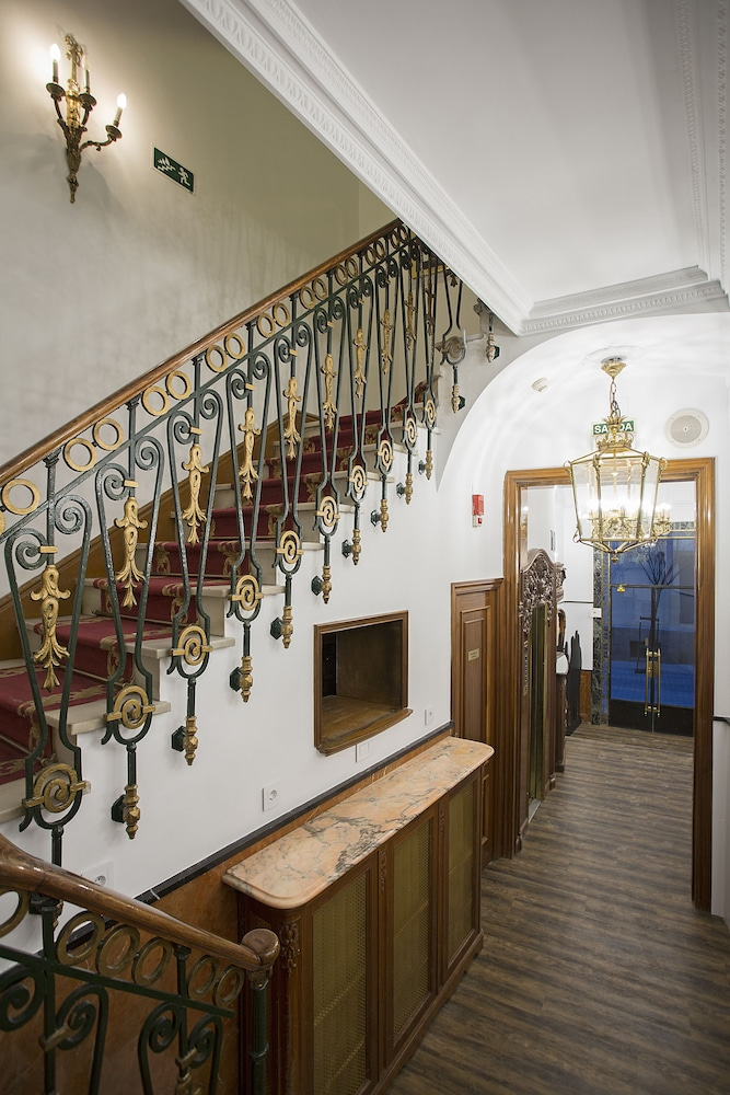 Staircase, Casual del Teatro Madrid