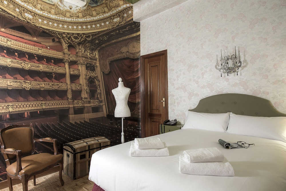 Room, Casual del Teatro Madrid