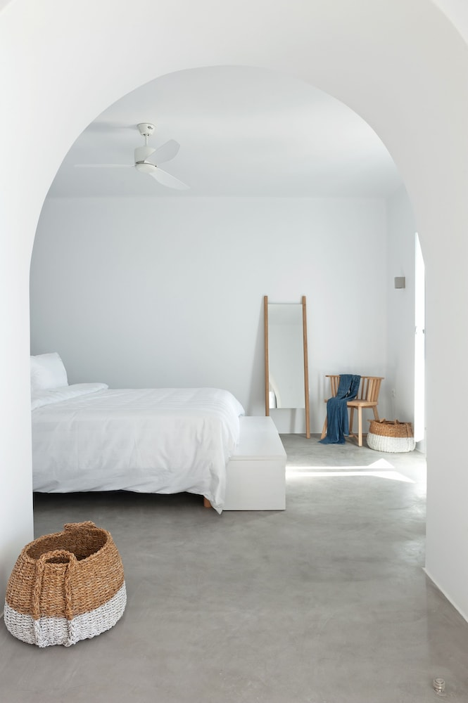 Room, Santorini Heights